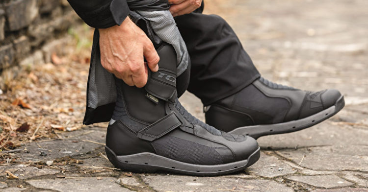 How to properly wear motorcycle boots?