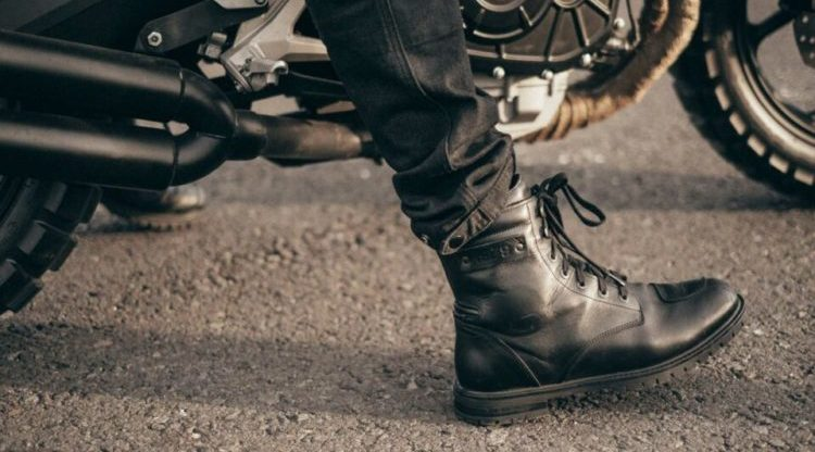 Can motorcycle boots really protect your feet?