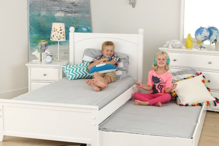 What are the Benefits of a Trundle Bed?